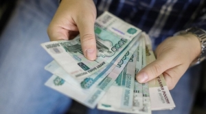 minimalnuyu-zarplatu-podnimut-na-825-rublei